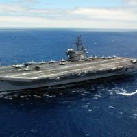 第7艦隊原子力空母、南シナ海に合同軍事演習