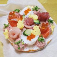 花束と寿司ケーキ