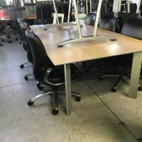 ウチダ ハニカムコア ミーティングテーブルAJ-7043型入荷しております・・