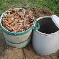 落ち葉堆肥を作る、開始。