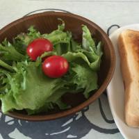 10/22(土)朝食「パン・サラダ・コーヒー」。