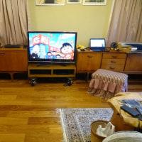 息子が素敵で機能的なTV台を作ってくれました