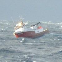 アラスカの漁船から乗組員を吊り上げ救助    USCG