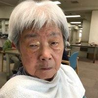 93才の介護ダイアリー、杖なしに駅前のスーパーへ歩き、皮膚科へ行き、整骨院へ行く、老人ホームはバス下りて1分、