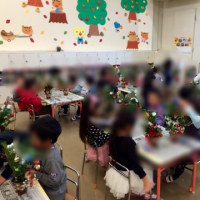 幼稚園でクリスマスアレンジメント