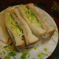キャベツとツナとランチョンミートのサンドイッチ