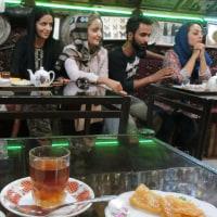チャイハネ(喫茶店)で、イラン人たちとお茶をする