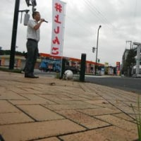 行けチャリ宣伝!!気合いだシンゴ!東田交差点で朝宣伝をしました。ここはご近所の方はいませんが、ガソリンスタンドで働く方と、通られる方はたくさんいます。