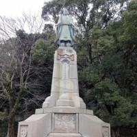 照国神社の横  島津家3傑の像