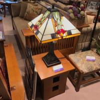 ステンドシェードのテーブルランプ