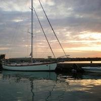 東京のヨットクラブの経営者が離れ島へ移住、地域活性化に尽力、その一
