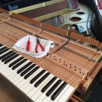 グランドピアノ 譜面台の布