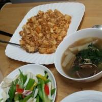 食卓は韓国料理でないときも多いです