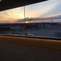夜明けの成田へ到着