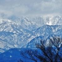 雲が覆っている立山連峰のなか白く輝く部分は私に元気を与える・・・富山市水橋