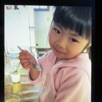 """また娘からLINE 画像が""""""""おいしそうにプリンを食べている悠々!"""