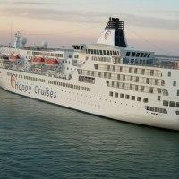 ベネチア港を出航待ちのクルーズ船(その1)