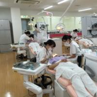 患者実習のための練習が始りました。