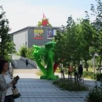 兵庫県立美術館のシンボル「美かえる」が新調
