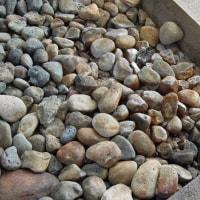 2016年小笠原村硫黄島慰霊墓参(191)天山慰霊碑の礎石の地熱で熱い部分