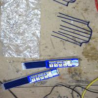 鋳造後の穴塞ぎ用の棒と注ぎ口作成。