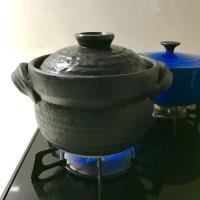 あいがも米を土鍋で炊く