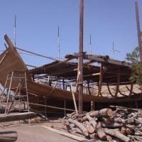 伝統的木造船の造船所がある街を歩く
