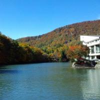 ◆蔵王温泉・盃湖の紅葉が見頃になってきました。