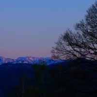 金沢市医王山から見る夕景 白山山系の峯々と夕陽