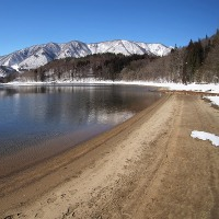 ★冬の青木湖 湖畔の足跡