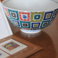 茶碗と切手