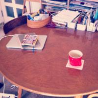 こんまる日々9:大きな丸いテーブル