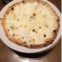 4種のチーズのピッツア