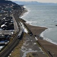 電車と日本海