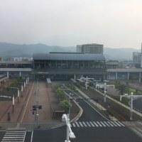霞みの中の高知駅
