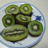 牛スジコンニャク 野菜たっぷり味噌汁 キーウイ