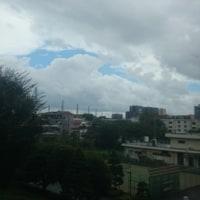 雨雲の間から見えた青空