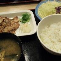 松屋 豚バラ焼肉定食 と プレミアム牛丼