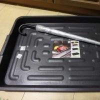 海外生活何でも自分でやらねば。冷凍庫の底からの水漏れ。ACEで買ってきたもので防御。