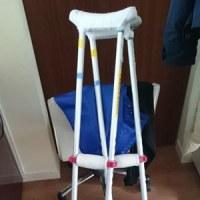 滑って転倒 転んだ後の松葉杖!?