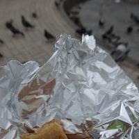 今回は、食べた!全身日焼けブタのそぎ肉サンドウィッチ、噴水の上がるピカディリー・ガーデンズで