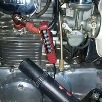 CB250エクスポート ポイントカムの給油に黒いグリースを使ってはいけません。