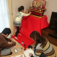 ayameちゃんの学習机と雛飾り