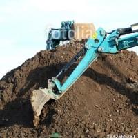 採用作品「重機と土」