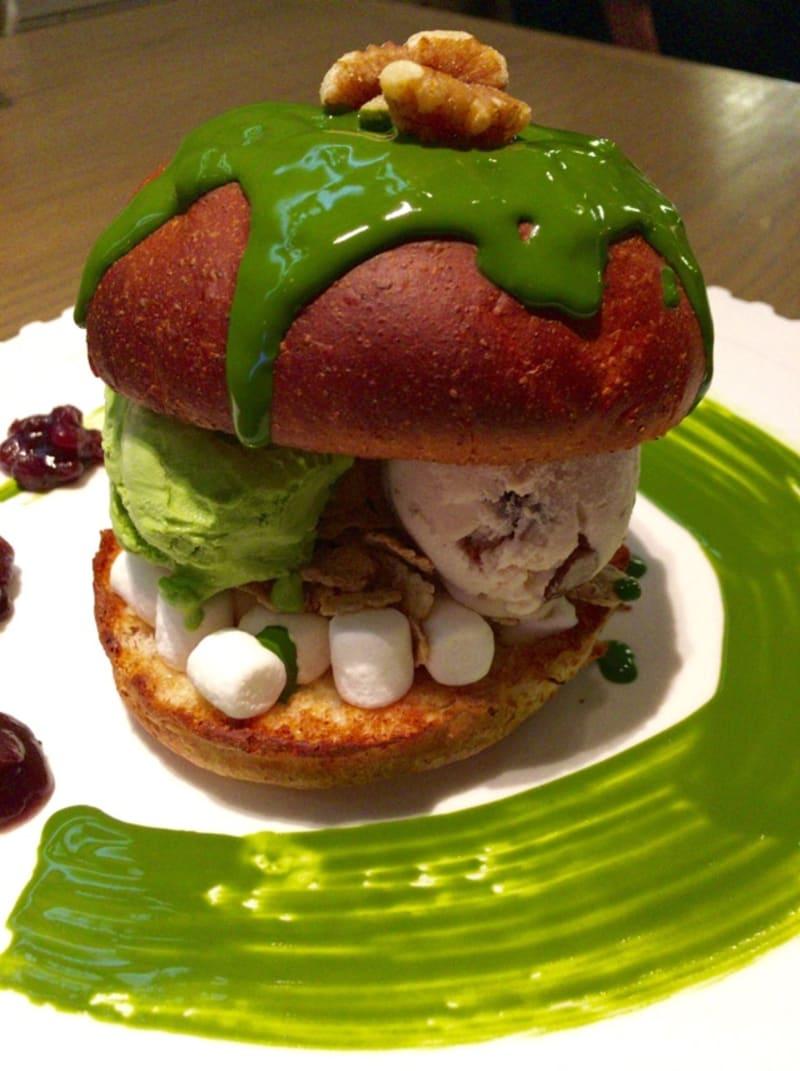 【大阪●心斎橋】「グロリアスチェーンカフェ」の抹茶アイスクリームバーガー