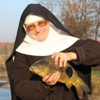 聖なるコイ 尼僧を魚類養殖が救う  ポーランド