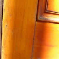 木製玄関ドア塗装 既存塗料をサンダー等で削るのはNG!