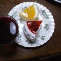 クリスマスなのでケーキとワイン食べたり飲んだり 今年のボジョレ美味しかったです(´∀`*)