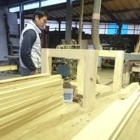 「ヒバ材」で屋外の木製階段加工中