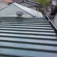 屋根のペンキ塗り作業の再開